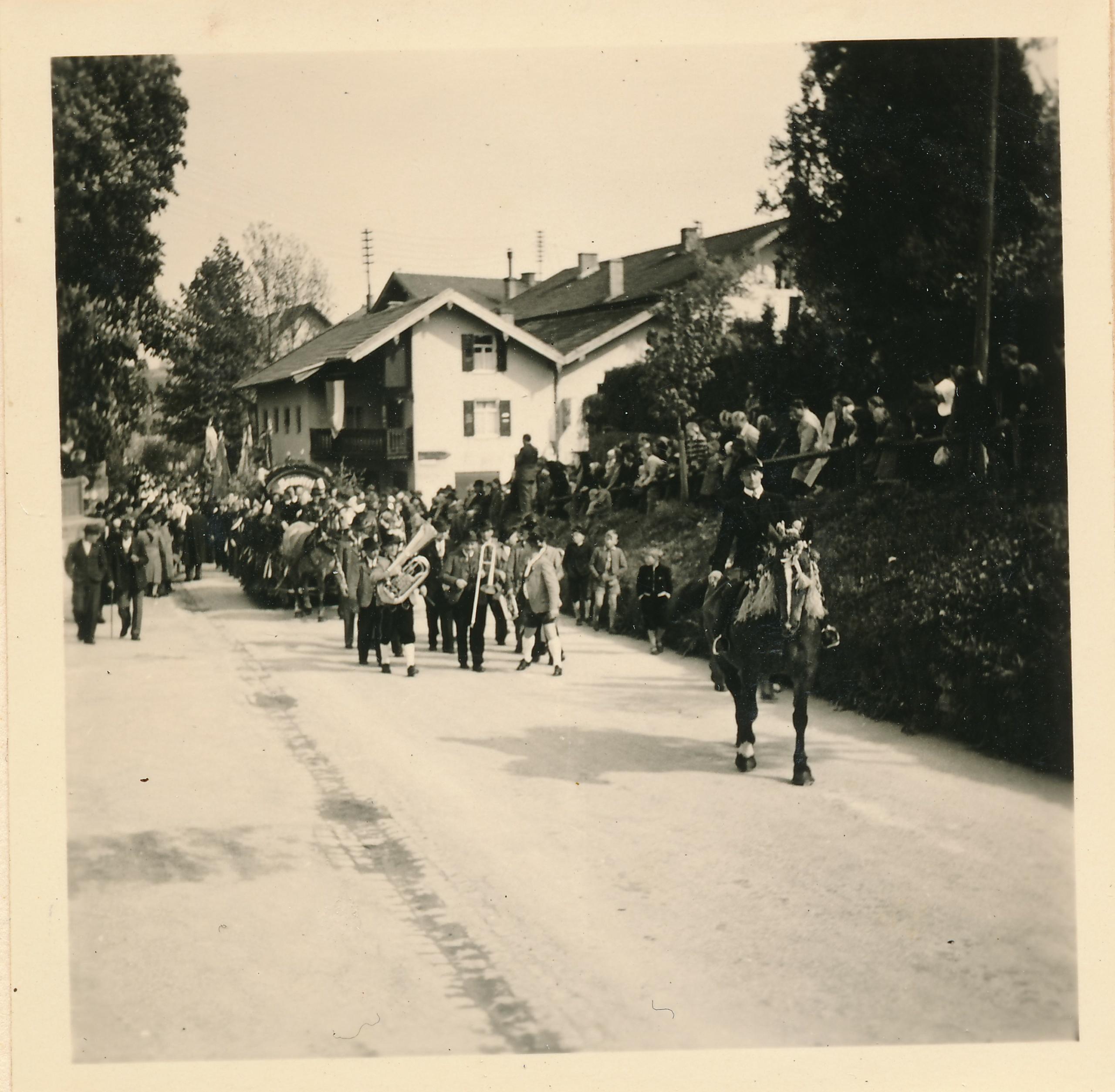 Festzug mit Otto Ebner Festkapelle