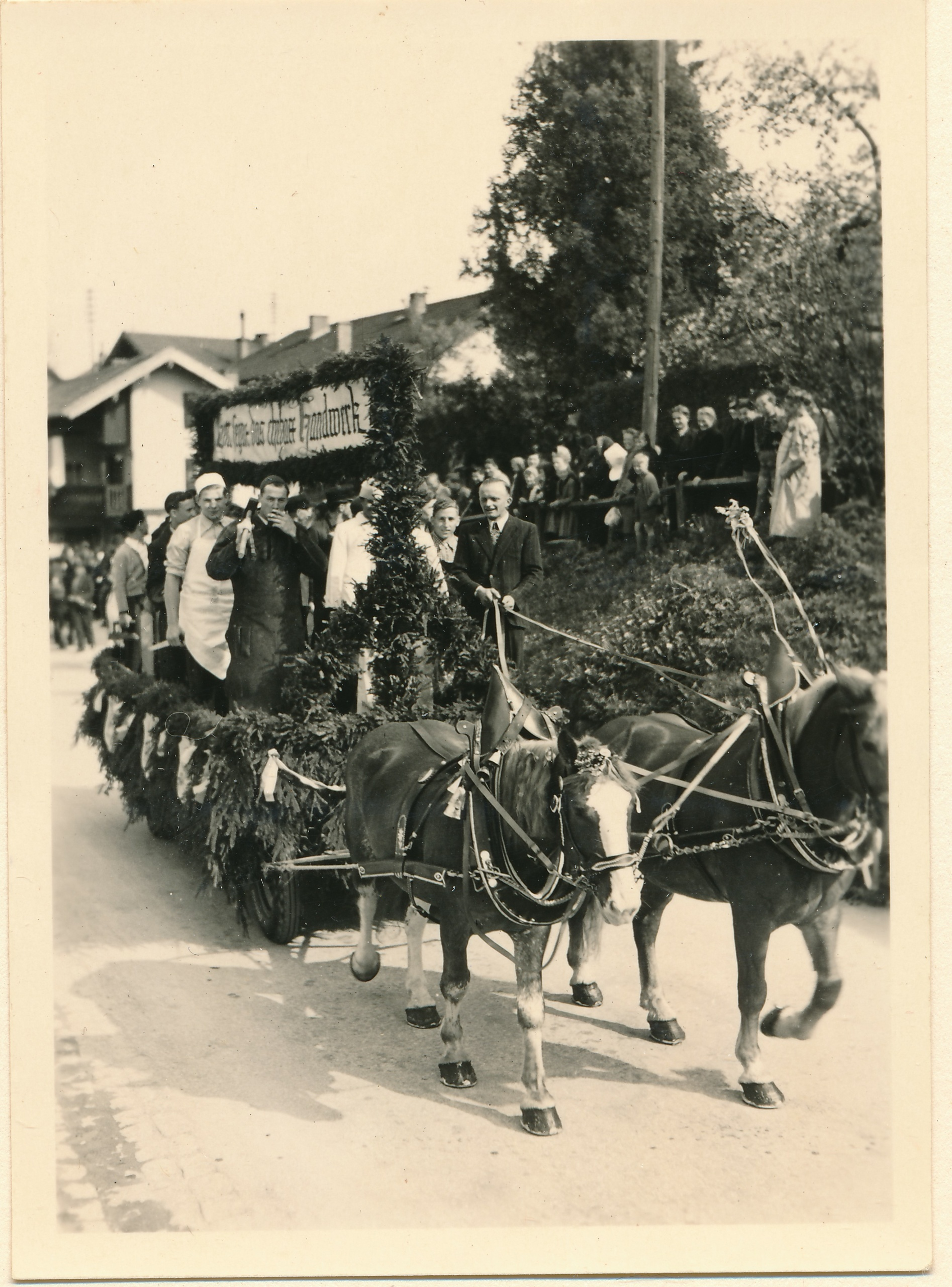 Festzug - Wagen der Handwerker