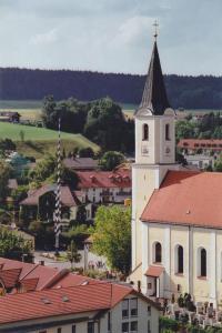 GM002-12 Kirche v Ost 2003 (Large)