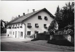 k-GO024-12 Haas Haus