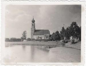 k-uKr12-04 Kreuz Weiher m Kirche