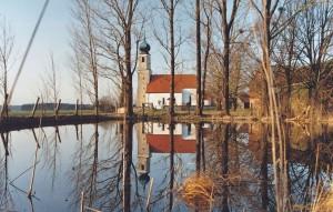 k-uKr12-20 Kreuz Weiher m Kirche 1999